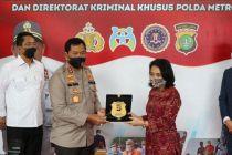 Tangkap Buron FBI, Polda Metro Jaya Terima Penghargaan dari AS