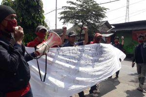 THR Belum Dibayar, Buruh Plywood Jombang Turun Jalan
