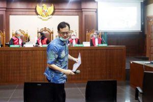 Majelis Hakim Tipikor, Tolak Seluruh Eksepsi Benny Tjokro