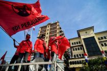 Soal Pembakaran Bendera, Kader PDIP Aksi di Polres Jakarta Timur