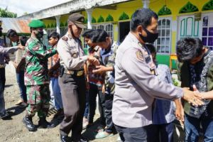 Sambut HUT ke-74 Bhayangkara, Polres Pasbar Bagi Sembako