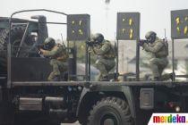 Aksi Prajurit Marinir TNI Unjuk Kebolehan Tangani Teroris