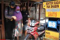 Polisi Modifikasi Motor untuk Antar Jemput Warga Desa Pelosok